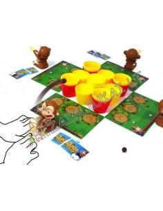 Stalo žaidimas su beždžionėlėmis