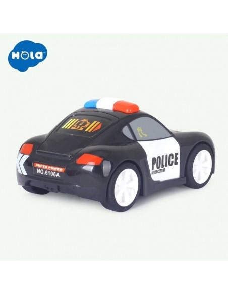 Žaidžianti su vaiku tvirta policijos mašina