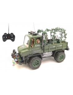 Radio bangomis valdomas pakraunamas karinis sunkvežimis su kareivėliais