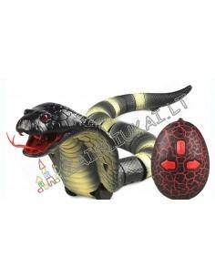 Valdoma žaislinė kobra
